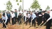 """Thủ tướng Nguyễn Xuân Phúc đã dự lễ phát động chương trình trồng 1 tỷ cây xanh """"Vì một Việt Nam xanh"""". ẢNH: VIẾT CHUNG"""