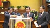 Quốc hội miễn nhiệm các thành viên Chính phủ chiều 7-4. Ảnh: VIẾT CHUNG