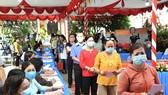 Người dân huyện Củ Chi, TPHCM đi bỏ phiếu, sáng 23-5-2021. Ảnh: VIỆT DŨNG