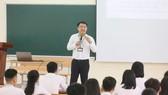 Nhiều giáo viên mong bỏ chứng chỉ tin học, ngoại ngữ. ẢNH: QUANG PHÚC
