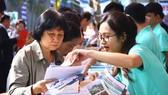 Du khách tìm hiểu, đặt mua tour tại Ngày hội Du lịch TPHCM 2018