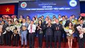 Chủ tịch UBND TPHCM Nguyễn Thành Phong cám ơn lãnh sự các nước và các doanh nghiệp tiêu biểu. Ảnh: VIỆT DŨNG