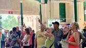 Du khách tham quan TPHCM vào tháng 2-2020
