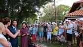 Du khách quốc tế tìm hiểu về Tết Nguyên đán Việt Nam
