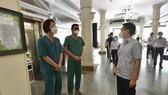Phó Thủ tướng Vũ Đức Đam thăm hỏi các y bác sĩ tuyến đầu tăng cường phòng, chống dịch tại TPHCM