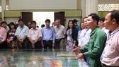 Người Việt Nam ở nước ngoài đến huyện Cần Giờ (TPHCM) nghe giới thiệu về hoạt động của Đoàn 10 Đặc công rừng Sác - mật danh T10, trong kháng chiến