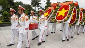 Lễ an táng Anh hùng lực lượng vũ trang nhân dân, liệt sĩ Nguyễn Văn Trỗi. Ảnh: DŨNG PHƯƠNG