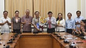 Chủ tịch UBND TPHCM Nguyễn Thành Phong trao quyết định điều động, bổ nhiệm nhiều cán bộ