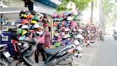 """Chủ tịch UBND TPHCM Nguyễn Thành Phong: """"Xử"""" người đứng đầu địa phương nếu vỉa hè bị lấn chiếm"""