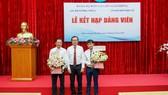 Báo SGGP kết nạp 2 đảng viên mới