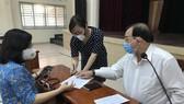 Từ ngày 7-4, cán bộ TPHCM tới tận nhà chi trả lương hưu