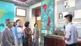 Kiều bào dâng hương Chủ tịch Hồ Chí Minh nhân dịp Quốc khánh 2-9