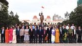 Lãnh đạo TPHCM và đại biểu kiều bào dâng hoa Chủ tịch Hồ Chí Minh