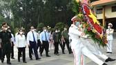 Chủ tịch nước Nguyễn Xuân Phúc viếng Đền tưởng niệm Liệt sĩ Bến Dược tại huyện Củ Chi - TPHCM