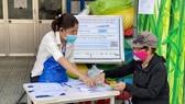 Gần 214.000 lao động tự do tại TPHCM đã nhận hỗ trợ