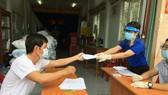 TPHCM hỗ trợ vô điều kiện toàn bộ 2,5 triệu người dân khó khăn, tiền sẽ mang tới tận nhà