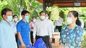 HĐND TPHCM trao 300.000 bộ đồ bảo hộ, khẩu trang tới lực lượng phòng chống dịch ở cơ sở