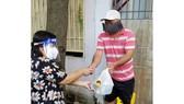 Đoàn đại biểu Quốc hội TPHCM tặng 1.250 phần quà an sinh tới hộ dân quận 12