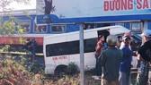 Tàu hỏa va chạm xe khách, nhiều người bị thương