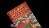 Ấn bản đầu tiên của bộ sách Harry Potter ra mắt lần đầu năm 1997, hiện cuốn in đầu tiên của NXB đang được rao bán với giá khoảng 1,5 tỷ đồng.