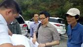 Deputy PM Vu Duc Dam surveys Son Tra peninsula on May 27 (Photo: SGGP)