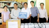 Five bookcases given to schools in Hau Giang Province