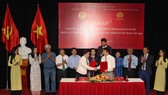 The city's Education and Training Department and the Thang Long-Hanoi Heritage Conservation Centre sign the agreement on September 19 (Photo: VNA)
