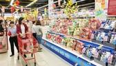 Domestic market of gift baskets for Tet Holiday bustling