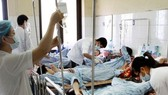 More dengue cases are admited  in hospitals in Dak lak Province (Photo: SGGP)
