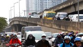 Belt Road No.3 is crowded with vehicles (Photo: SGGP)