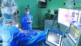 Doctors are using robots to perform a brain operation at 115 People's Hospital. (Photo: SGGP)