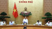 Prime Minister Nguyen Xuan Phuc speaks at the meeting with Government's permanent members (Photo: VNA)