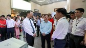 Minister of Information and Communications Nguyen Manh Hung paid a tour to 'Make in Vietnam' technological products in an exhibition in the framework of the conference. (Photo: SGGP)