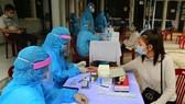Hanoi increases testing on those returning from Da Nang City (Photo: SGGP)