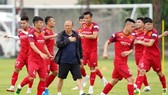 Vietnam national team train under the watchful eye of coach Park Hang-seo. — Photo thethao247.vn