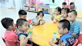 Preschoolers, primary students in HCMC enjoy milk from School Milk program