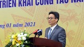 Deputy Prime Minister Vu Duc Dam is delivering his speech in the meeting. (Photo: SGGP)