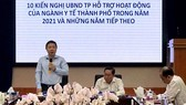 Deputy Chairman of the Ho Chi Minh City People's Committee Duong Anh Duc speaks at the meeting (Photo: SGGP)