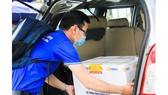 A batch of Covid-19 vaccine is brought in the Center for Disease Control in the Central City of Da Nang (Photo: SGGP)