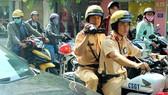 Traffic police work hard to ensure traffic safety during national holidays