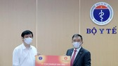 Health Ministry receives COVID-19 breath testing system from Vingroup