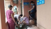 HCMC philanthropists assist poor cancer patients to overcome difficulties