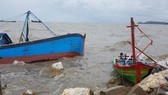 Many fishing boats are sunk by typhoon Talas