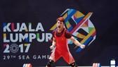 Weightlifter Trinh Van Vinh wins gold medal (Photo:Dung Phuong)