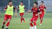 National team players during a training session in Hanoi. The match between Indonesia and Vietnam will be live aired on VTV6. (Photo: VFF)