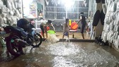 The high tide affects to people's lives (Photo:Tuan Quang)