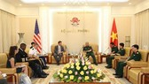 Deputy Minister of National Defence Sen. Lieut. Gen. Nguyen Chi Vinh (R) and Assistant Secretary of Defence for Indo-Pacific Security Affairs in the US Government Randall Schriver (Source: VNA)