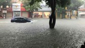 Vinh city is submerged under 0.3- 0.5 meters of floodwater