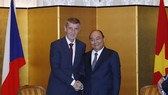 Prime Minister Nguyen Xuan Phuc (R) and Prime Minister of the Czech Republic Andrej Babis (Photo: VNA)