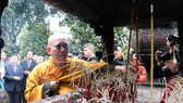 At the incense offering ceremony (Photo: VNA)